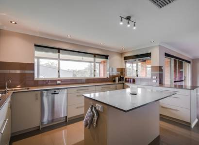 Family dream home in Bedfordale with pool, activity room AND home theatre